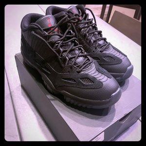 Jordan 11 Low All Black Referee